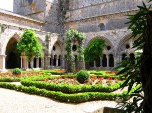 Abbey Fontfroide (Abbaye de Fontfroide)